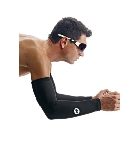 ASSOS Uno S7 black arm warmers